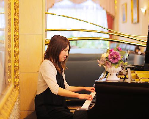 ロビー(ピアノ演奏)