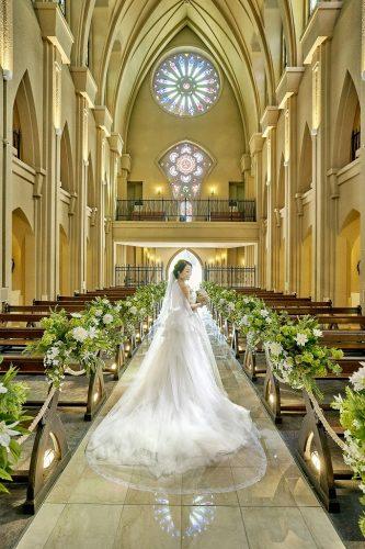 ★大聖堂ステンドグラス見学&300着から選ぶドレス試着フェア